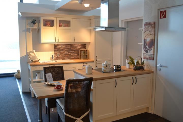 Entdecken sie die welt der küchen im landhaus stil und erleben sie die einzigartige qualität unsere fachberater informieren sie gerne